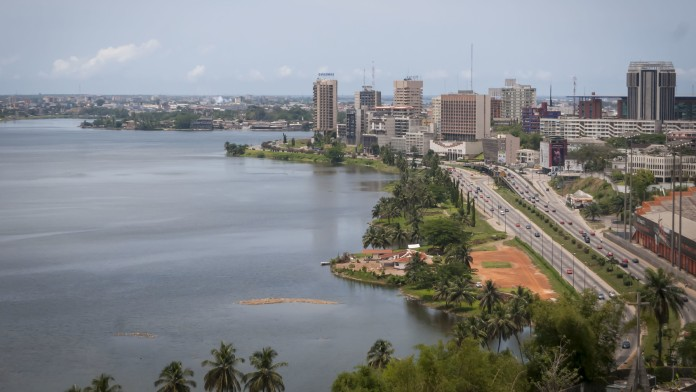 Abidjan, Satellit