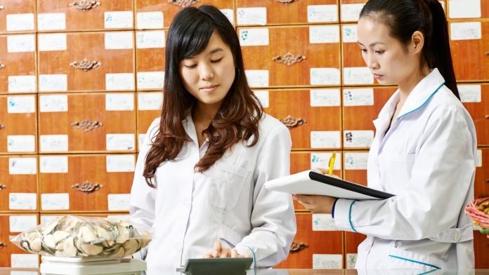 Zwei chinesische Apothekerinnen