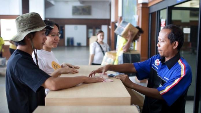 Zwei Kleinunternehmer in Indonesien