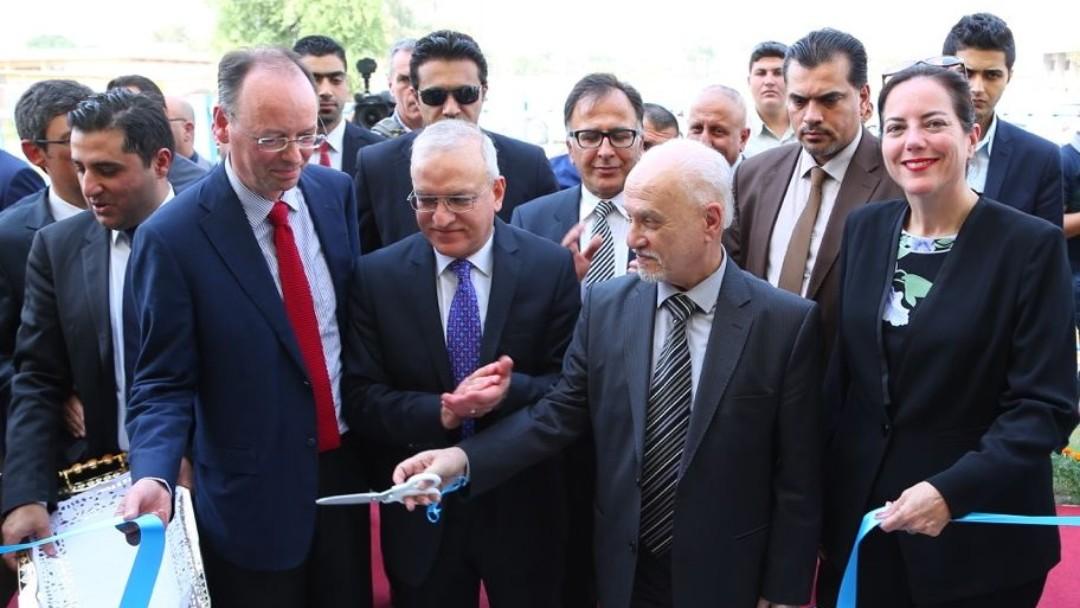 Der deutsche Botschafter Ekkehard Brose, der irakischer Minister für Höhere Bildung Dr. Hussein Al Shahrestany, der Präsident der Universität Bagdad Prof. Dr. Ala Abd al Husien Abd al Rasool sowie Isabel Knauf bei der Eröffnung.