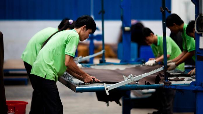 Wir helfen Ihrem Unternehmen dabei, sein volles Potenzial zu entfalten, z.B. einer Lederproduktion in Vietnam.