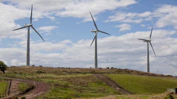 Windkraftanlage: Die DEG ist ein engagierter Partner für Unternehmen, die in Projekte im Infrastruktursektor investieren