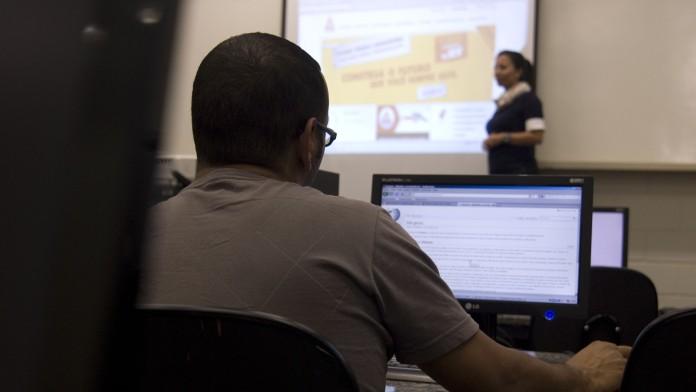 Die Universitätengruppe AEDU betreibt an verschiedenen Standorten in Brasilien Universitäten und bietet zudem Fernuniversitätskurse an.